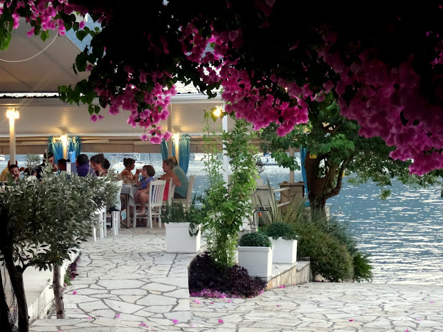 Lefkada, Greece: Lovely Dinner at the Seaside Restaurant in Geni