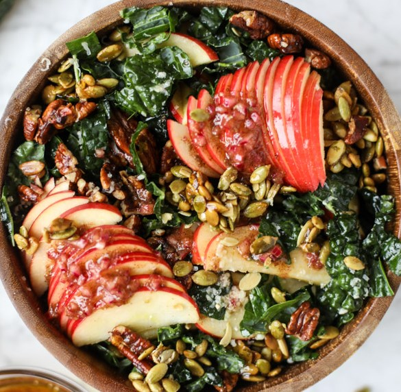 NUTTY HARVEST HONEYCRISP KALE SALAD #vegetarian #veggies
