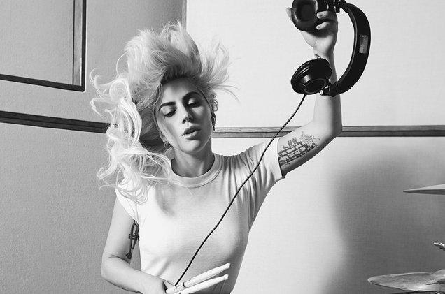 Lady Gaga dice que nunca lanzaría un álbum tan corriente como los de hoy en día
