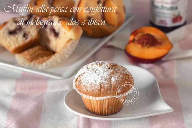 muffin_alla_pesca_con_confettura_di_melagrana_aloe_e_ibisco_con_zucchero_a_velo