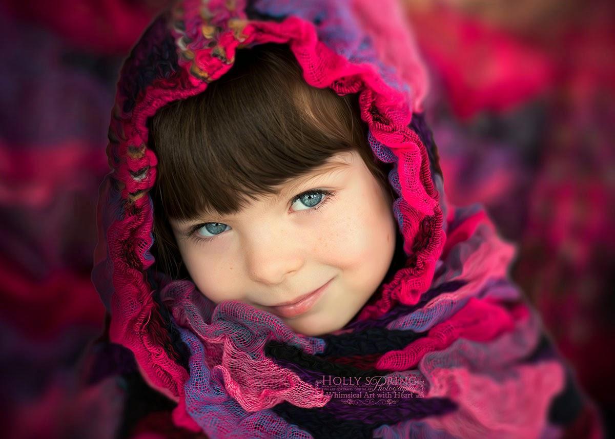 طفلة جميلة بشال أحمر