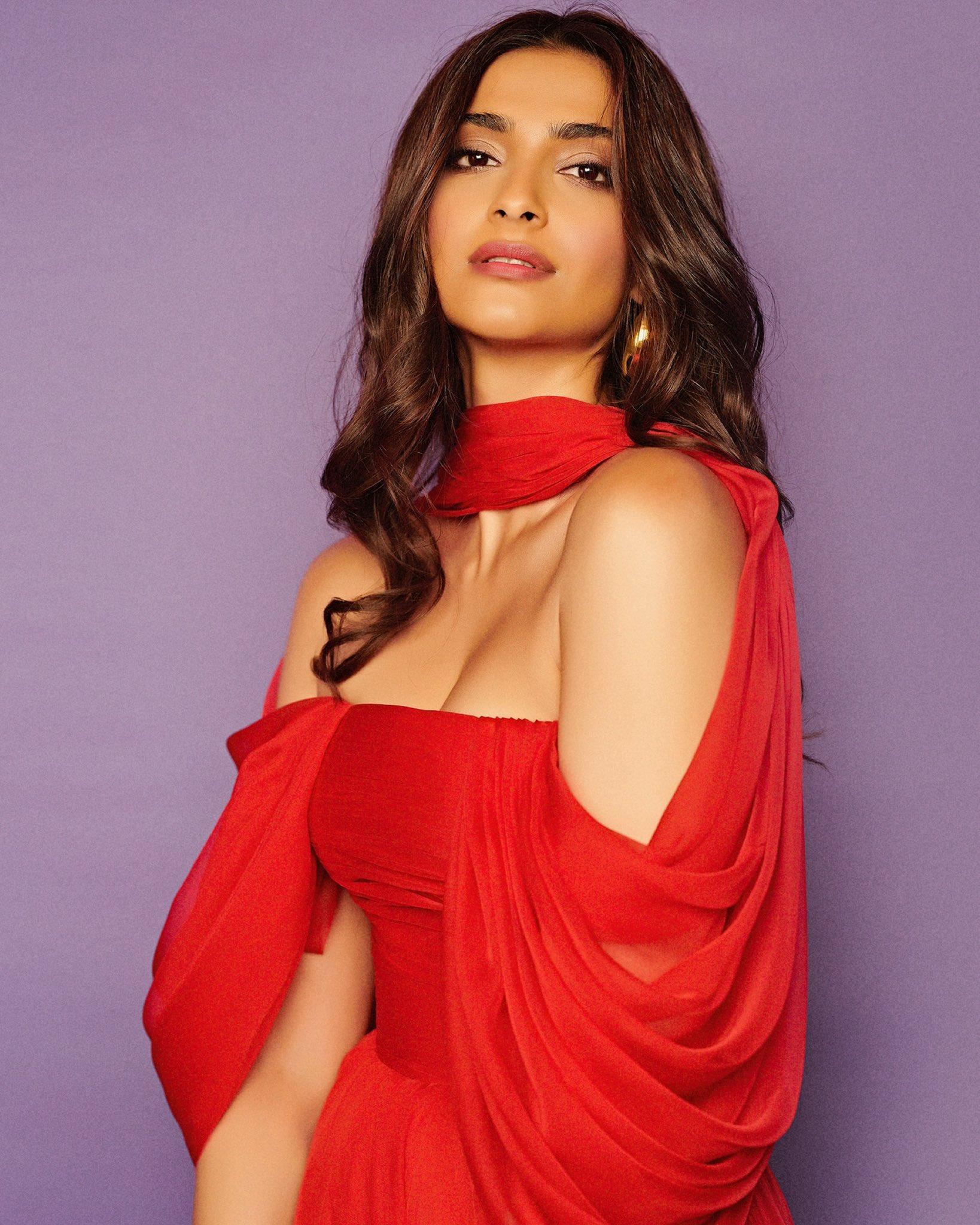 Sonam Kapoor hot 12