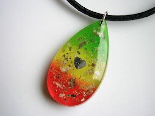 Keepsake pendant for ashes in Rasta colours