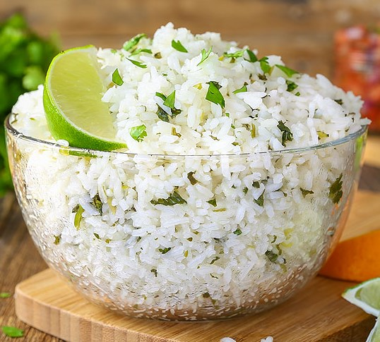 Chipotle Copycat Cilantro Lime Rice #summermeal #dinner