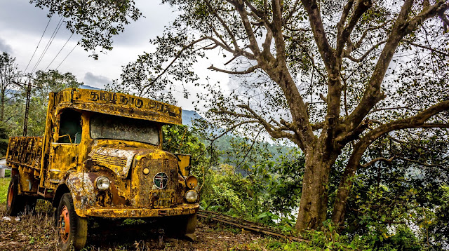 Abandoned lorry near Neerar Dam