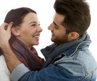 92bba09ef5772 الأشياء التي تعجب الرجل في المرأة لا علاقة لها عادة بالشكل.. فطول الشعر  ولون البشرة أو غيرها من المعايير ليست هي مصدر الإعجاب والحب.