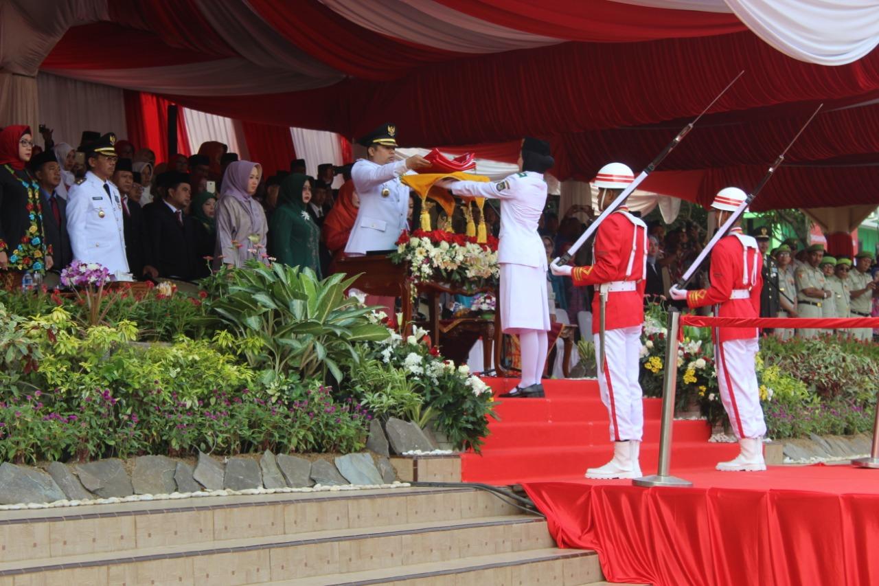 Ungkapan Auva Dita Nabila, Petugas Pembawa Baki Usai Pengibaran Bendera