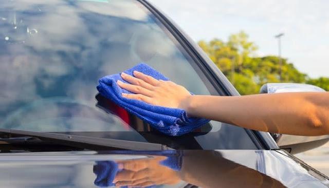 ازالة اللاصق (الإستيكرات) من زجاج السيارة بسهولة