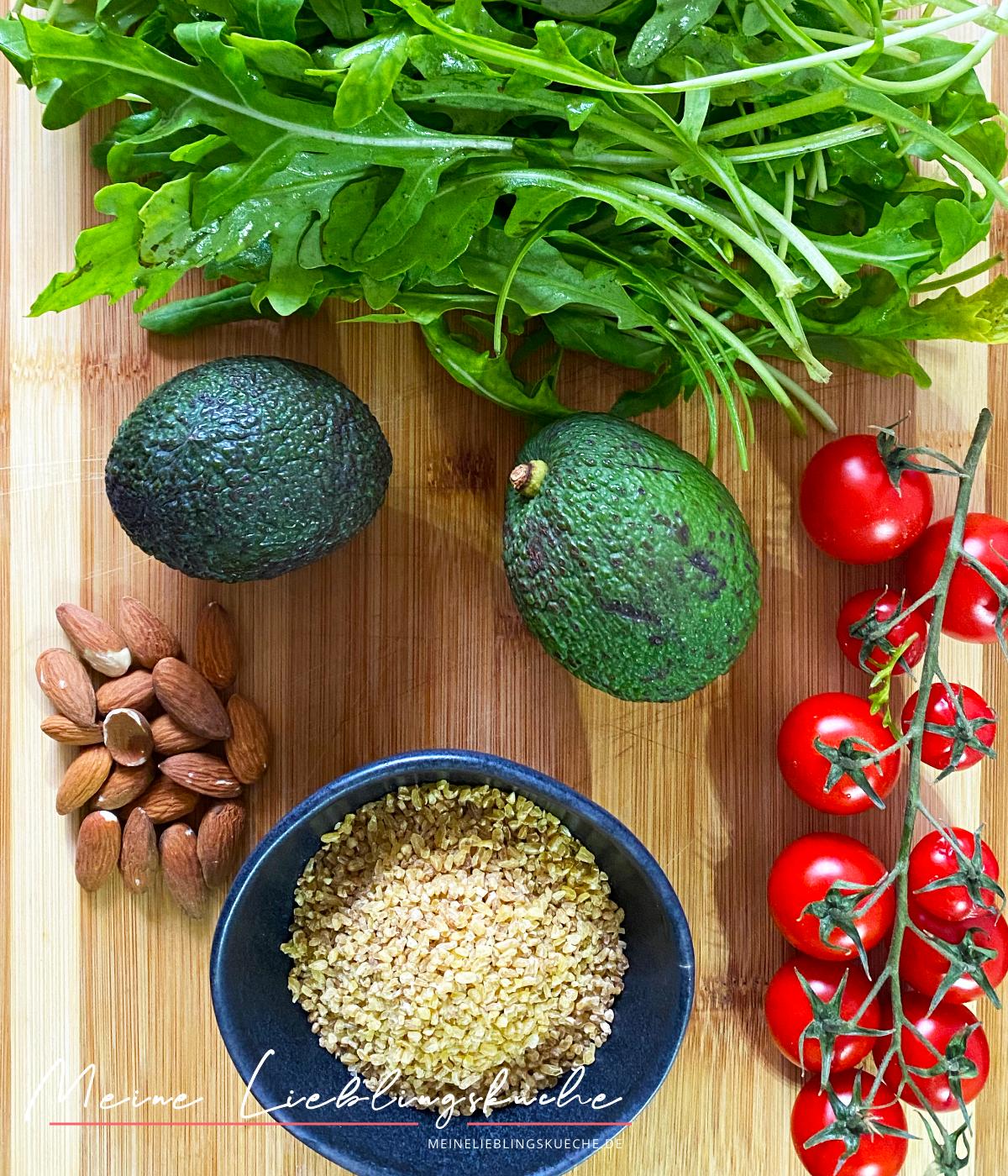 Zutaten für Bulgur mit Rucola-Tomaten-Salat und Avocado