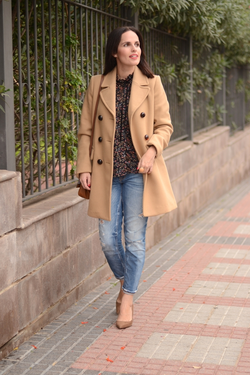 camel-coat-outfit-street-style