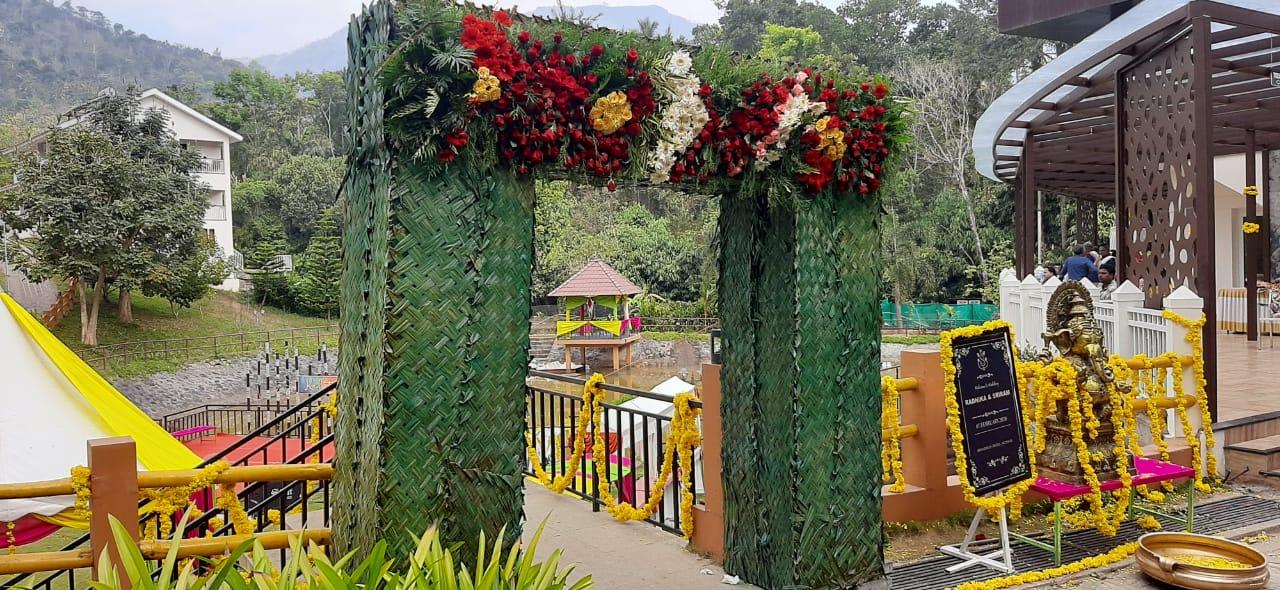 coconut leaf entrance decoration for marriage kerala 8943906399