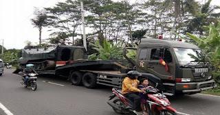 Innalilahi .. Diduga Rem Blong Truk Marinir Pengangkut Tank Alami Kecelakaan Di Salatiga - Commando
