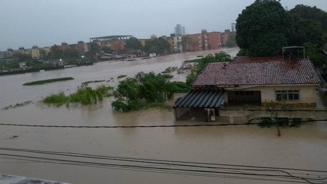 Fortes chuvas provocaram mortes em Recife, Olinda e Abreu e Lima