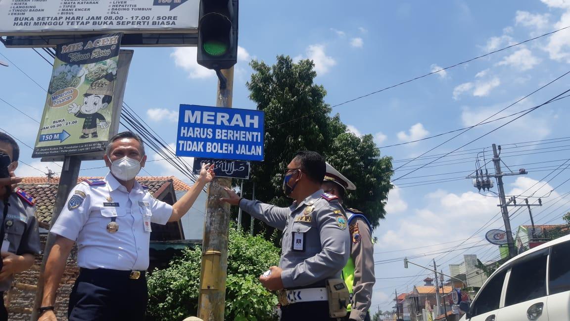Dishub Kudus Tambah Rambu Lalin di Traffic Light