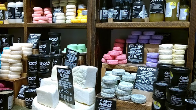 Throwback Tuesday, my first visit at Lush Naples store: haircare section with solid shampoos, treatments and conditioners