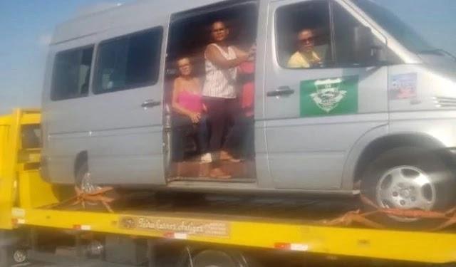 Um veículo Van da cidade de Marcionílio Souza-BA foi preso pela Polícia Rodoviária Federal na segunda-feira, dia 21 de outubro de 2019.