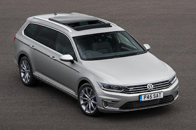 Volkswagen Passat GTE Estate (2017) Front Side