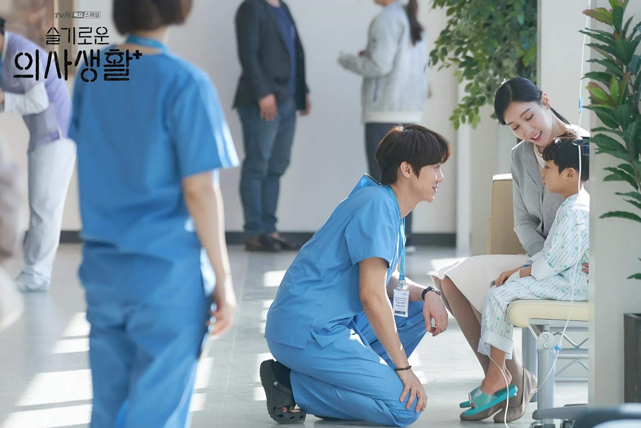 Hospital Playlist - Jeong-won with a patient
