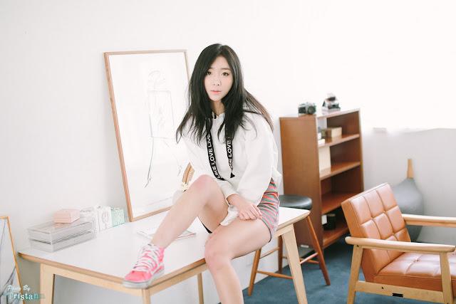 1 Minah - Two Studio Sets - very cute asian girl-girlcute4u.blogspot.com