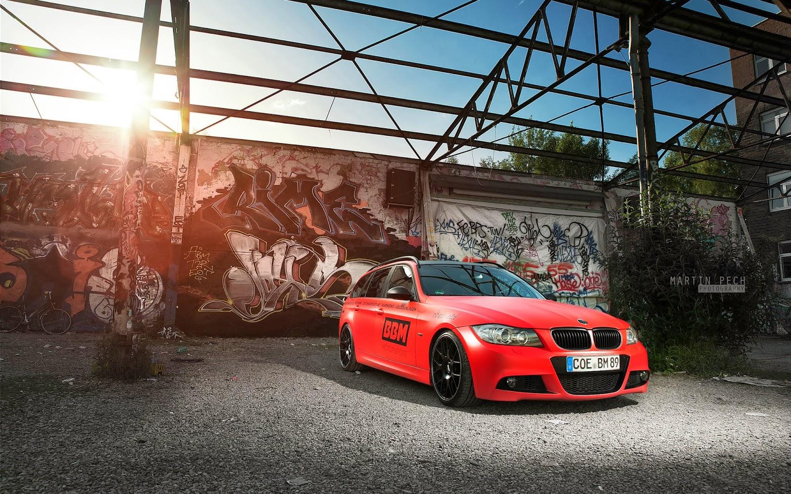 """<img src=""""http://1.bp.blogspot.com/-EfsIwBweYF8/UzM0qk6MhSI/AAAAAAAALN8/CDDVUbXez9g/s1600/2013-bmw-wallpaper.jpg"""" alt=""""BMW Wallpapers"""" />"""