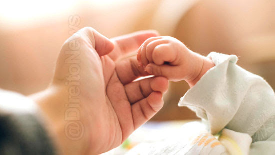 casal concretiza adocao crianca falecida direito