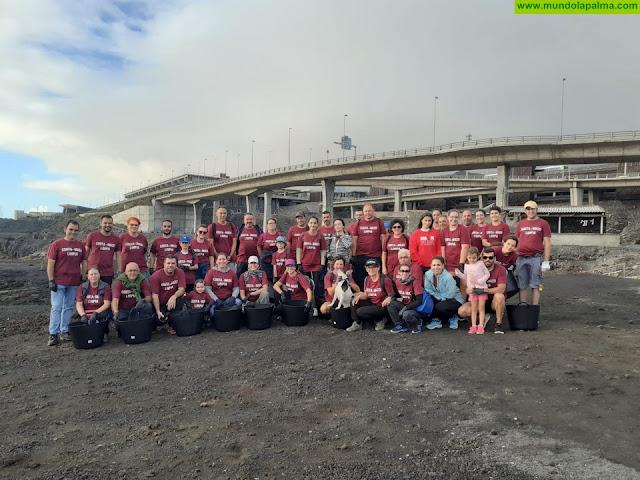 Medio centenar de voluntarios participan en la limpieza de la costa de Villa de Mazo