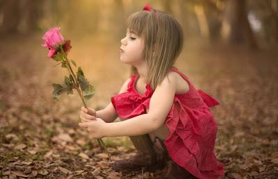 Güzel-Playing-Bebek-Girl-Fotoğraf