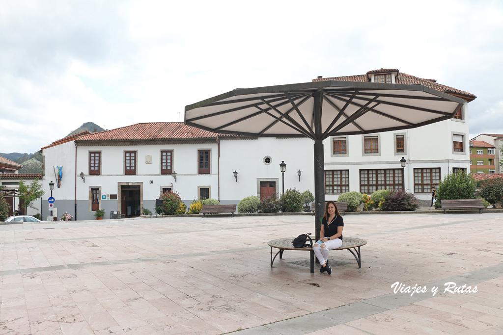 Plaza de la Marquesa de Casa Valdés, Pravia