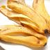 Iată motivul pentru care asiaticii nu aruncă NICIODATĂ cojile de banane