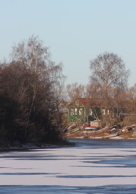 на реке лед