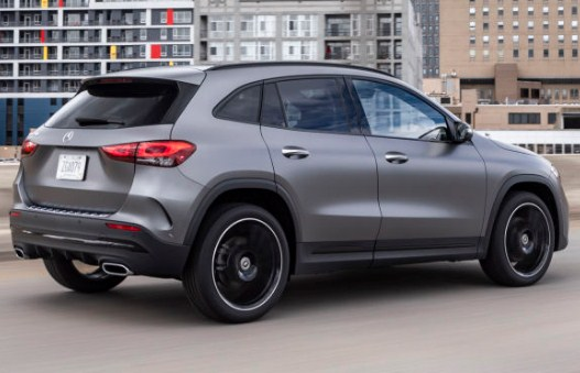 mercedes-benz-gla-side-exterior-and-wheels