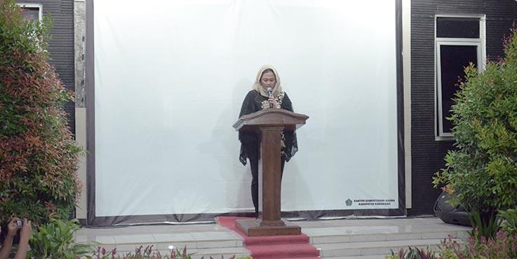 Bupati Karawang dr. Cellica Nurrachadiana saat memberikan sambutan.