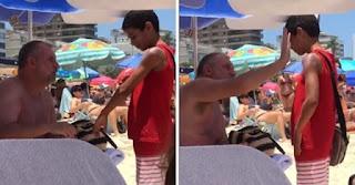 Homem passa protetor solar em menino