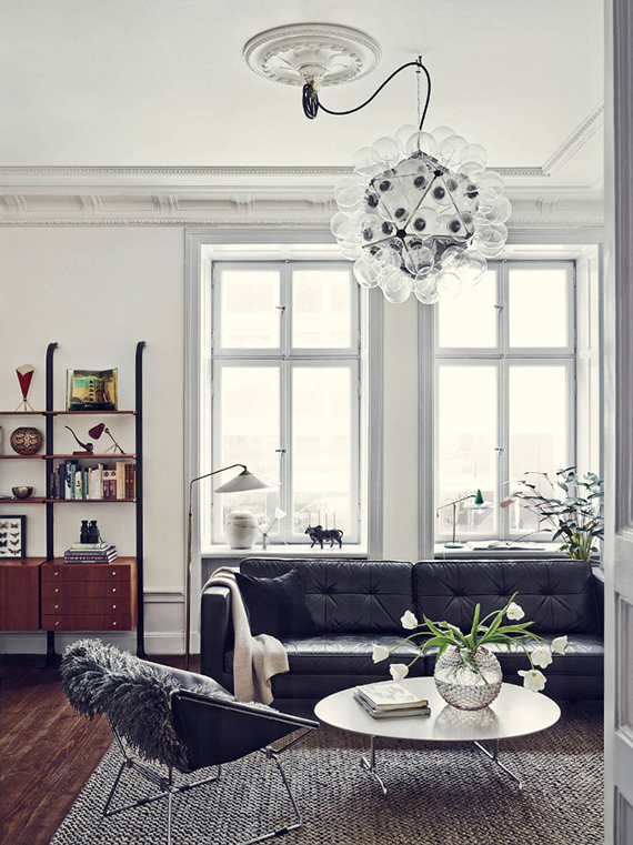 Contemporary eclectic living room. Photo by Idha Lindhag