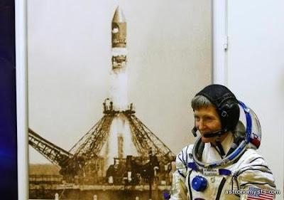 رائدة الفضاء بوكالة ناسا اﻷمريكية بيجي ويتسون تتولى قيادة محاطة الفضاء الدولية