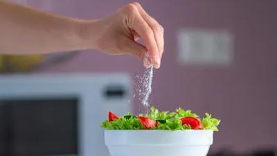 WHO mengeluarkan tolok ukur untuk kandungan natrium dalam makanan