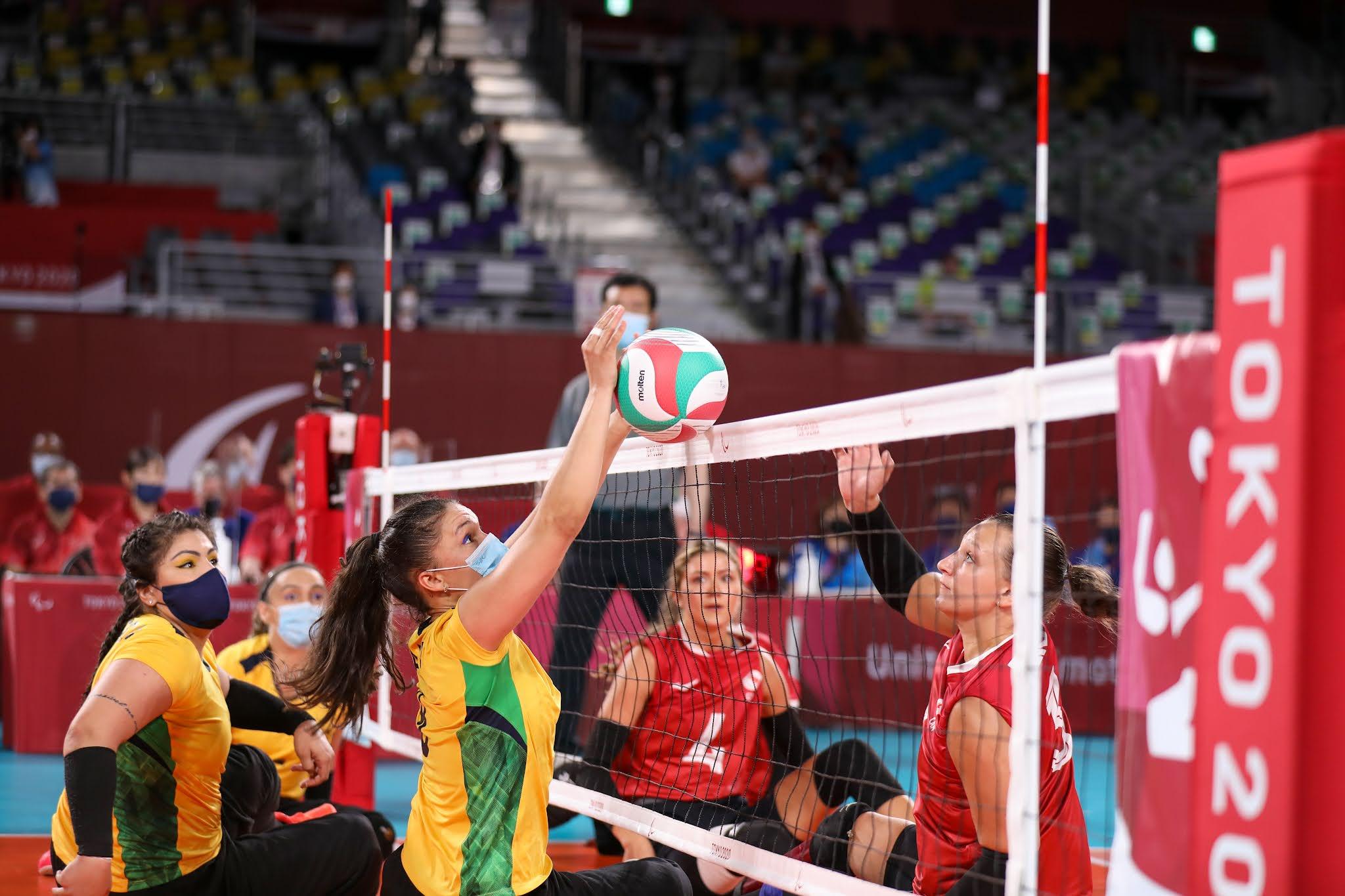 Brasil ataca no vôlei sentado feminino