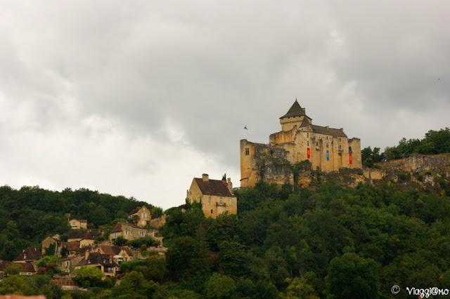 Vista del Castello dalla riva della Dordogna