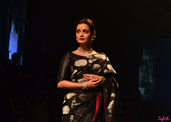Image of Bollywood actress Dia Mirza with highlighted and contoured skin as a beauty trend for Tulsi Silks on the runway at Lakme Fashion Week Winter Festive 2016