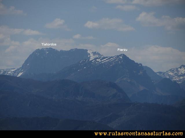 Ruta Ardisana, pico Hibeo: Vista del Pierzu y Tiatordos