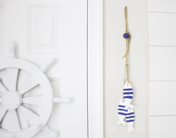 I love all of the accessories and decor ideas in this nautical bathroom!