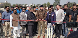 पुलिस अधीक्षक ने किया बाराबंकी प्रीमीयर लीग क्रिकेट टूर्नामेंट का उद्घाटन