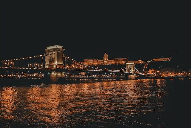 منحة جامعة بودابست في هنغاريا 2021 لدراسة البكالوريوس والماجستير