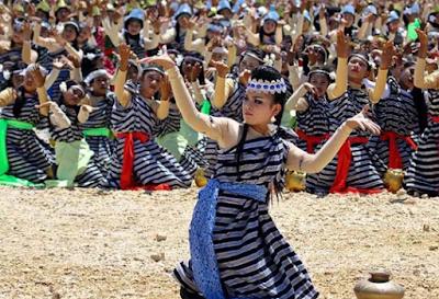 tarian tradisional sulawesi tenggara