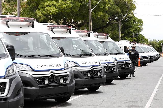 Paulo Câmara reforça sistema prisional com entrega de novos veículos