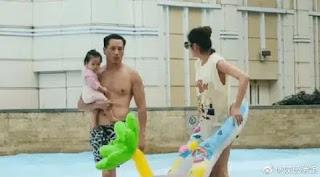 Tình cờ gặp gia đình An Yixuan đang chơi dưới nước, Lỡ mặc áo dưới, show hàng, chân dài khủng