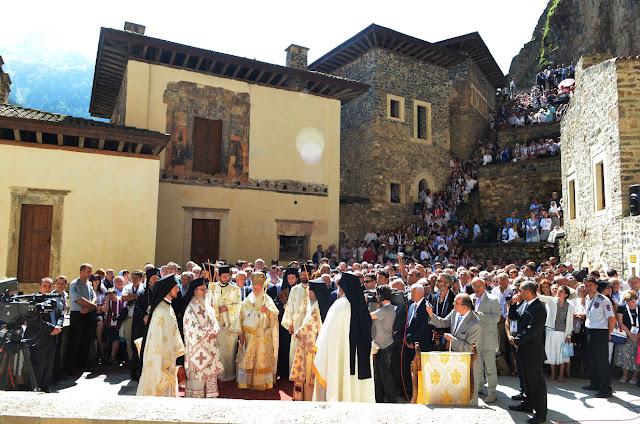 Τρισαρχιερατική Θεία Λειτουργία στην Παναγία Σουμελά του Πόντου τον Δεκαπενταύγουστο