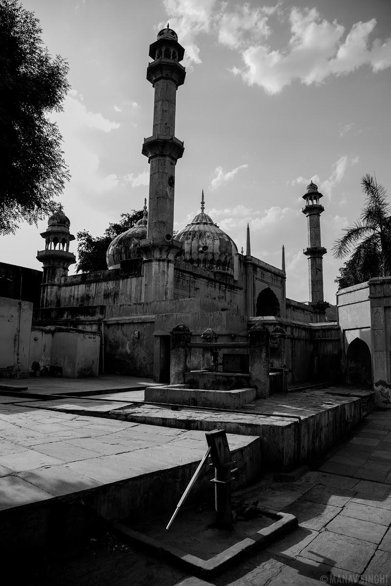 Eid Mubarak Akbari Masjid Amer