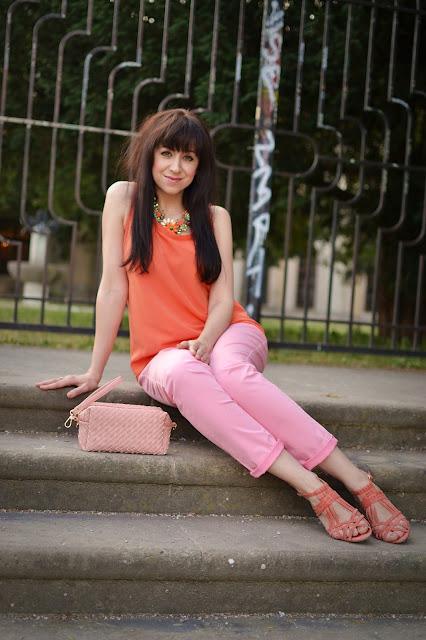 CHYBY, KTORÉ UŽ NEOPAKUJTE, 1. ČASŤ_Katharine-fashion is beautiful_Oranžový top_Ružové nohavice_Katarína Jakubčová_Fashion blogger