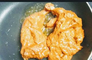 Cooking Tandoori chicken on pan for Tandoori chicken recipe on gas top
